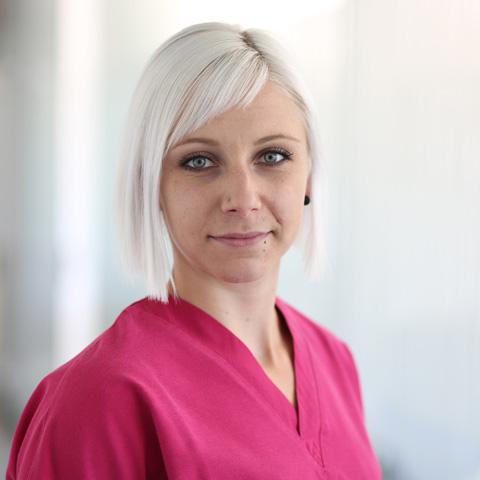 praxisklinik-muenchnerau-aerzte-team-Jasmin-Schenk