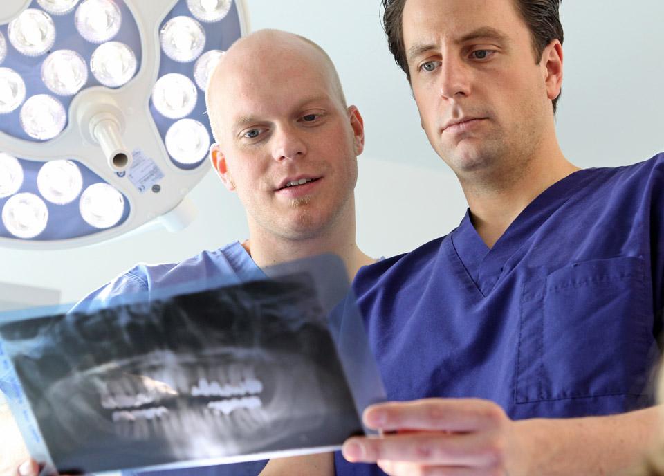 praxisklinik-muenchnerau-kfo-implantate-content01