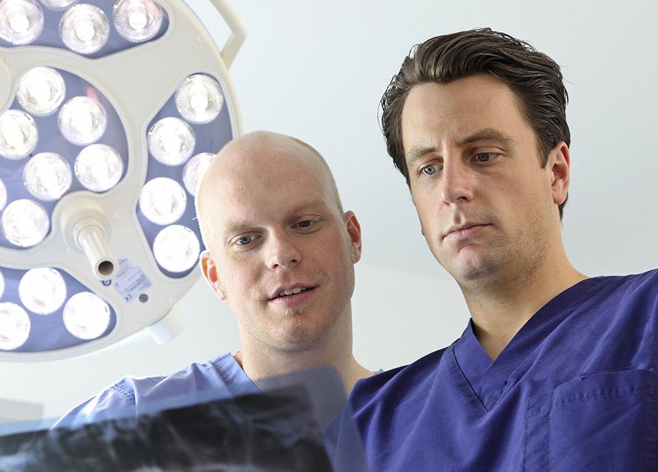praxisklinik-muenchnerau-oralchirurgie_chirurgische_Parodontologie-content03